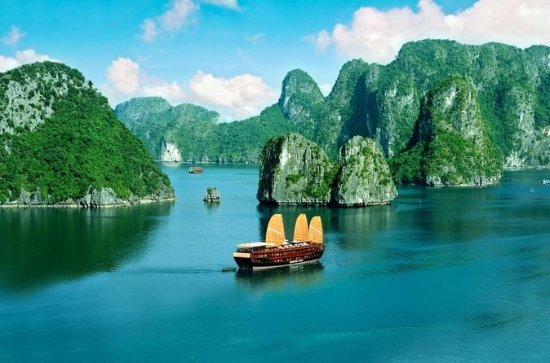 Full-Day Small Group Cruise of Halong Bay with Lunch