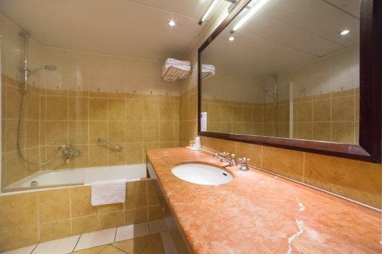 bathroom - Picture of Hotel Le Royal, Paris - TripAdvisor
