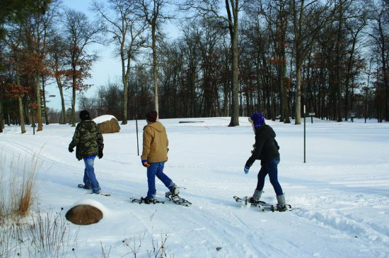 Nisswa, MN: Snowshoeing at the Pines