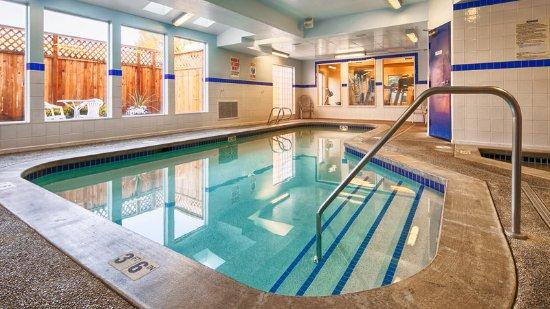 Best Western Plus Navigator Inn & Suites: Indoor Pool