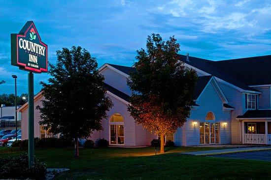 CountryInn&Suites Buffalo ExteriorNight