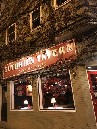 Guthrie 39 s tavern chicago wrigleyville restaurant for Guthrie dining