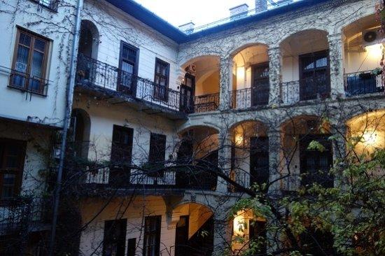 Casati Budapest Hotel: コートヤード側の景色