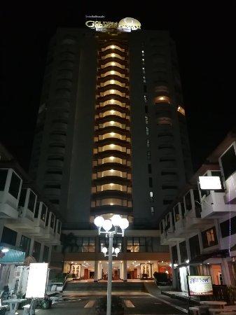 Golden Beach Hotel Cha-am: IMG_20171117_183618_large.jpg