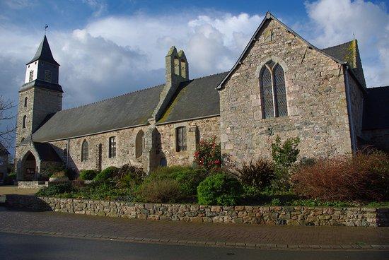 Plurien, Prancis: église village