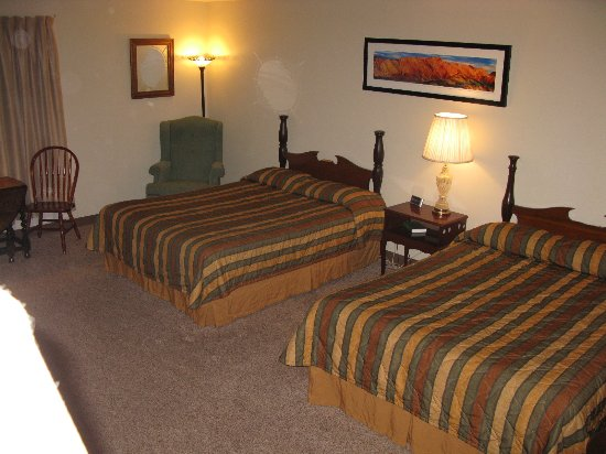 Prineville, OR: Double queen room with a kitchenett