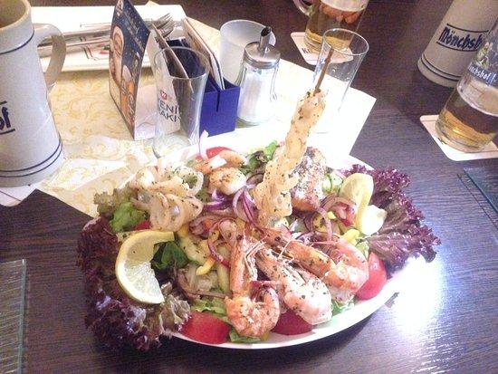 Heilsbronn, Almanya: Fischplatte in der Catania