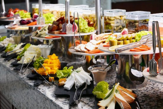 Crystal De Luxe Resort & Spa: Cheeses etc. at lunchtime main buffet