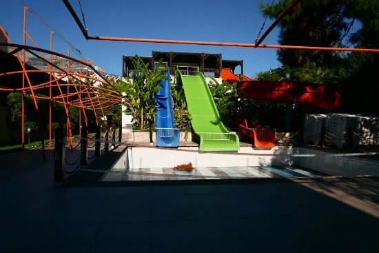 Crystal De Luxe Resort & Spa: The closed water slides pool