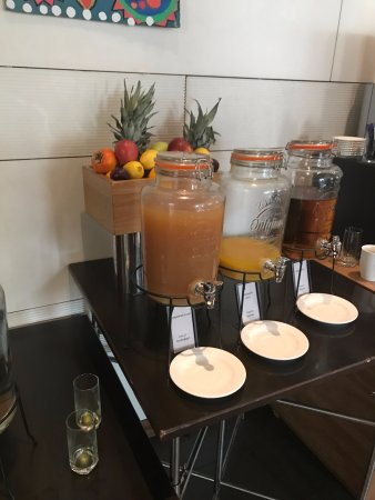 Hilton Sofia: Juice jar at breakfast - you have a mess when the the watery part and the fruity part separate.