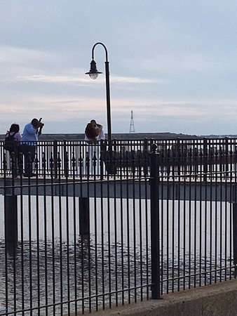 Battery Park: Couple getting wedding pics done.