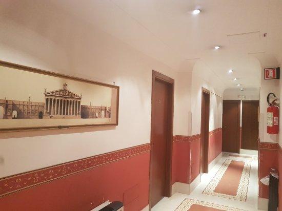 Kennedy Hotel: 20171123_201410_large.jpg