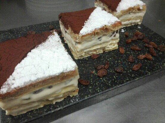 Charnay-les-Macon, France: Encore une fois un dessert maison délicieux 😋