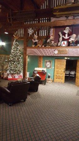 Santa's Lodge: 20171124_211339_large.jpg