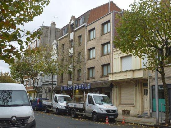 Hôtel Hirondelle : 通りから見た外観