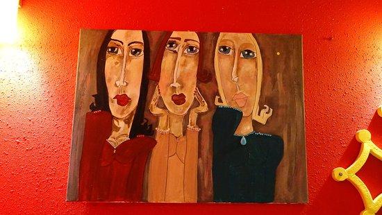 L'Alegria : les tableaux modernes dans la salle