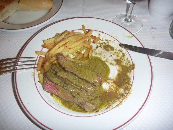 Le Relais de Venise: 2回目のサーブになるステーキ(ポテトも追加されますが、今回はパス)