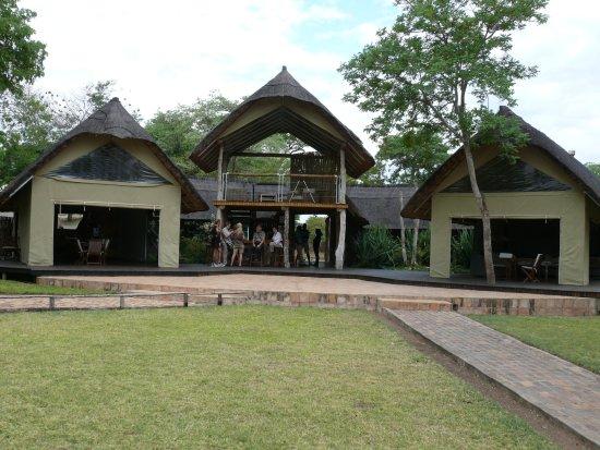 Elephant's Eye, Hwange: Speisesaal, Aufenthaltsbereich, Bar und Aussichtsplattform