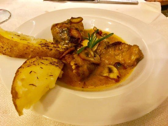 Vimbodi, Spania: Hoy dia 25 de noviembre  Comida familiar  Sorpresa han cambiado de cocinera La cocina actual muy