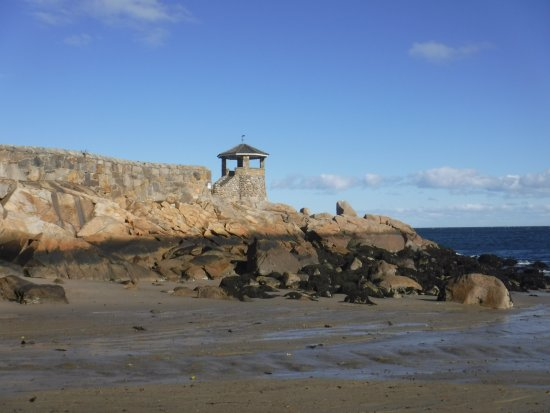Rockport, Μασαχουσέτη: The north corner of the beach. A small riverlet comes through here.