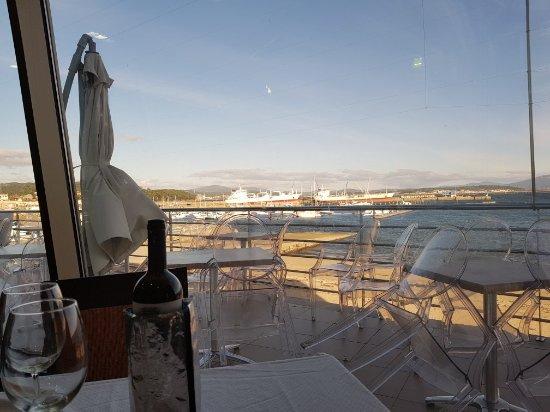 Chicolino Con Vistas Al Mar Fotografía De A Terraza