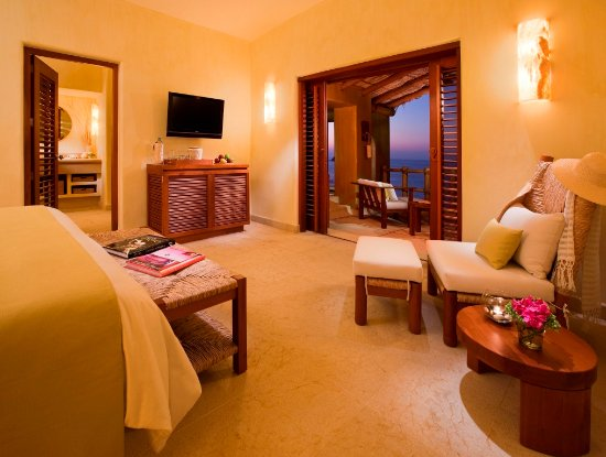 Cala de Mar Resort & Spa Ixtapa: Cliffside Ocean Front Suite