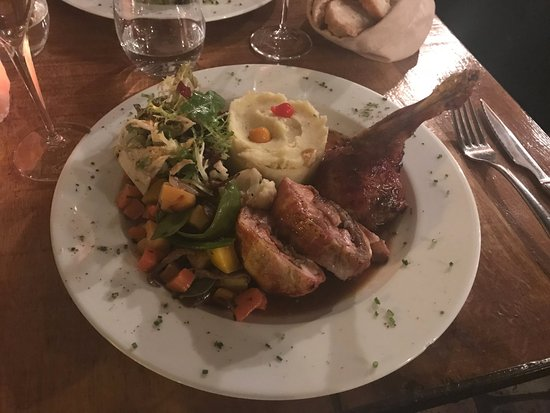 Le Colimacon: The rabbit and the vegetables : carots (orange and yellow) and mashed potatoes