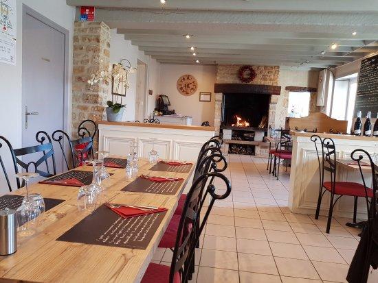 Flottemanville, Франция: une des salles du restaurant.