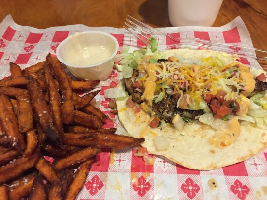 Bay Saint Louis, MS: Awesome grilled fish tacos