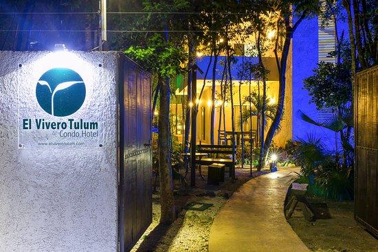 Condo hotel el vivero tulum mexico lejlighed for Viveros medellin