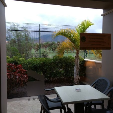 Marylanza Suites & Spa: Patio and view from room
