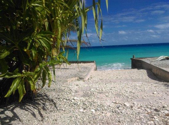 Pension Tapuheitini: la bord du lagon depuis la terrasse