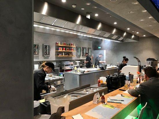 Voesendorf, Österreich: offene Küche
