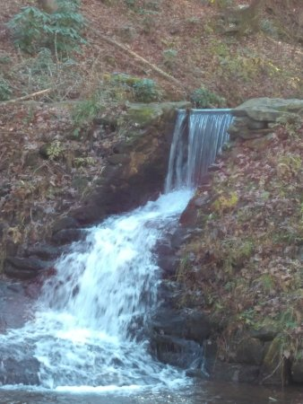 Enota Mountain Retreat : Small waterfall (there are two other large ones)