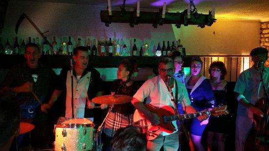 Balagny-sur-Therain, Frankrike: Accompagnement des musiciens super ambiance !