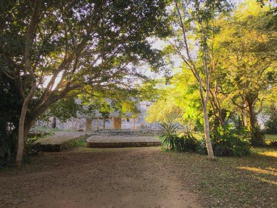 Jardin photo de ek balam mayan ruins ek balam village for Jardines zen valladolid