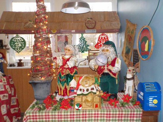 Lockport, NY: Decorated for Christmas