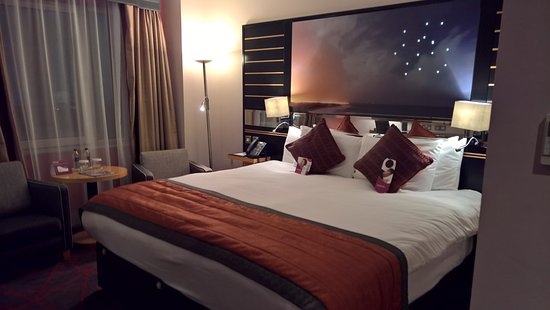 Crowne Plaza Hotel Dublin Airport: bed