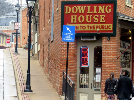 which way to Dowling House - take the left fork