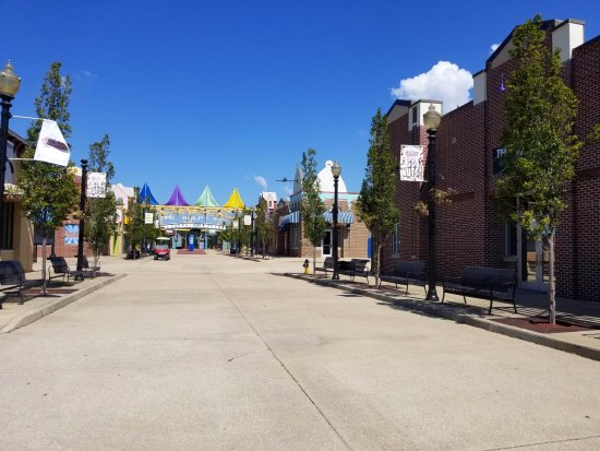 Bessemer, AL: Main Street before the park opens to the public