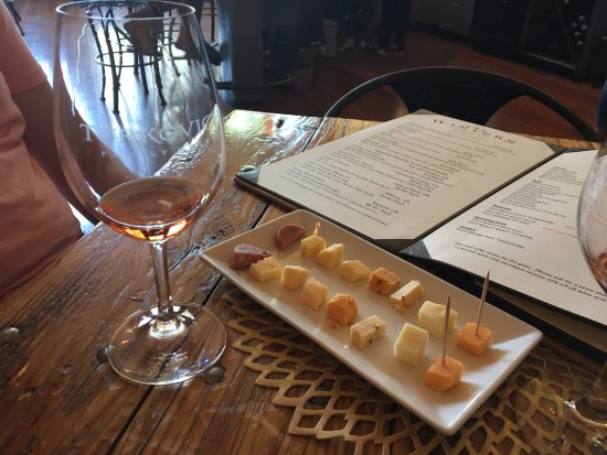 Winters, CA: Cheese and Wine Samples