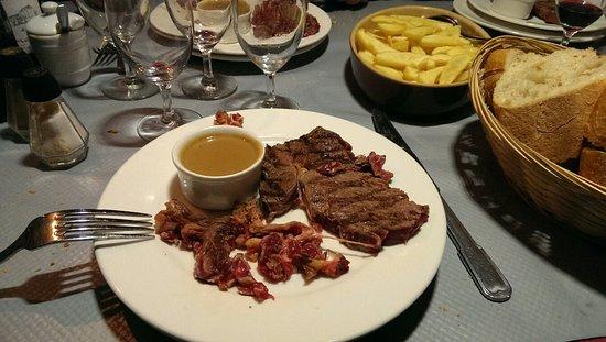 Pouillé, France : Menu à 21,50€ avec supplément desserts