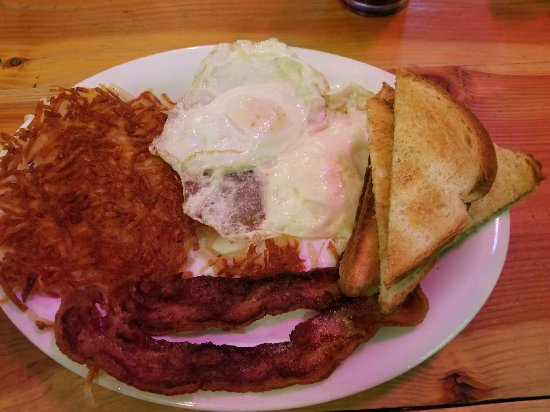 Yellowstone's Absaroka Lodge: Great local breakfast nearby - Cook/Waitress was a real Montana 'pioneer' woman -
