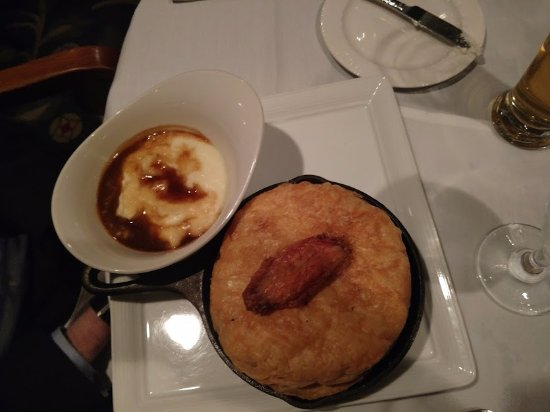 Las Canarias Restaurant: Chicken pot pie with mashed potatoes