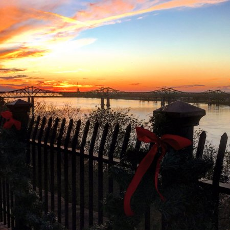 Bluff Park: A beautiful spot to watch the sun set over the Mississippi River