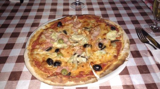 Mongrassano, Włochy: Pizza Quattro Stagioni