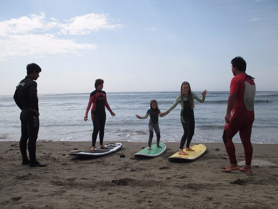 Huanchaco, Perú: Our experienced teacher John with students of all ages!