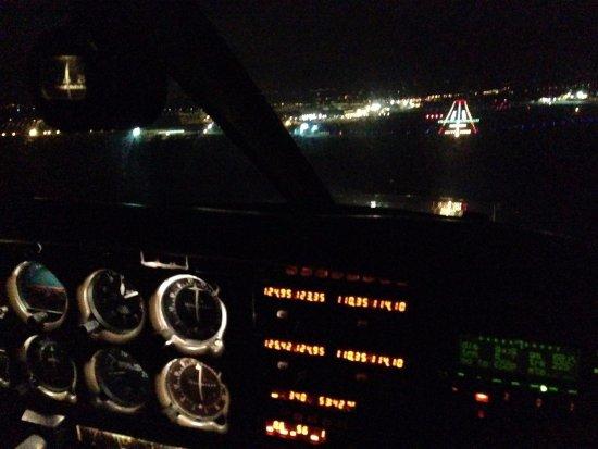 Welshpool Flying School: Night training in Hawarden Airport