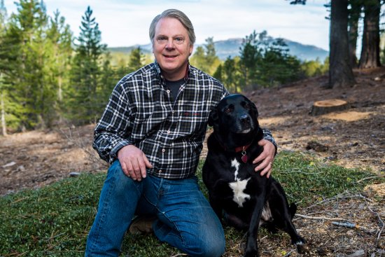 Cottonwood Restaurant: Owner Robert Green and restaurant dog Heaven