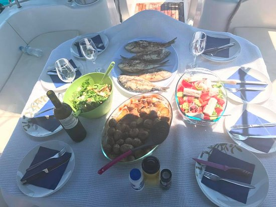 Tourlos, Grèce : Greek traditional home made food always can make you happy !